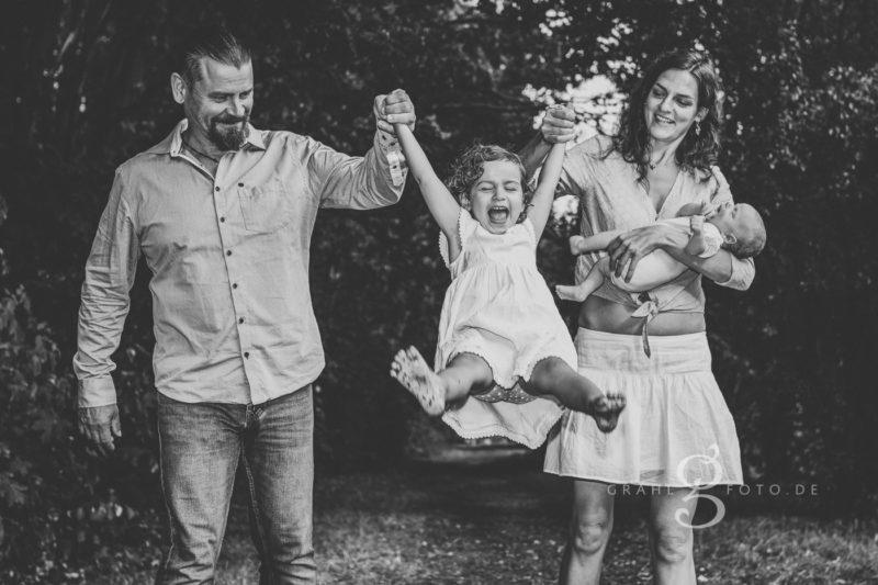 Grahlfoto Familienshooting Fotobeispiel in Schwarz-Weiß